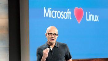 Microsoft_LOVES_Linux-696×464